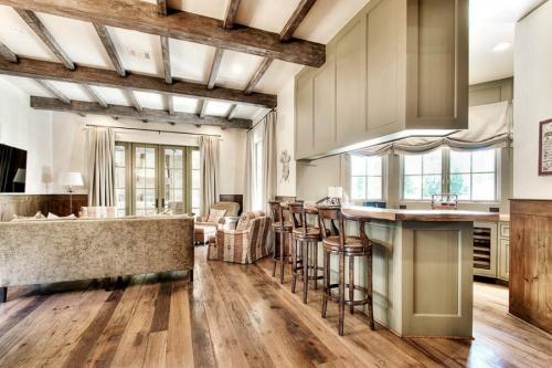 Дизайн потолков с балками. Потолок с балками – современные дизайнерские решения, идеи декора и варианты оформления