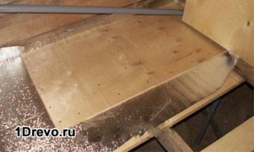 Конструкция межэтажного перекрытия в деревянном доме. Выбор материала для балок и тепло- гидроизолирующего сырья