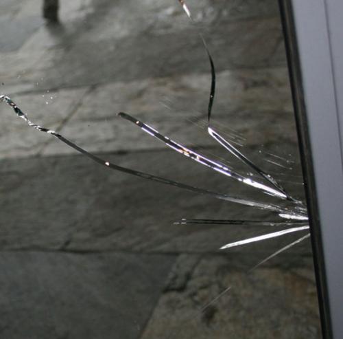 Потеют пластиковые окна внутри стеклопакета, что делать. Почему потеют окна внутри стеклопакета – причина № 1