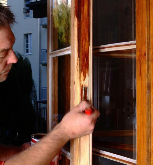 Реставрация деревянных евроокон. Проведение косметического ремонта
