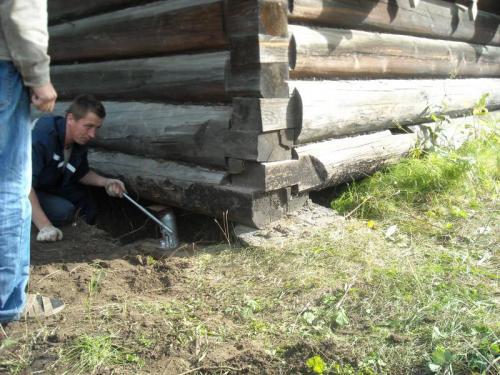 Ремонт старого деревянного дома. Реставрация фундамента