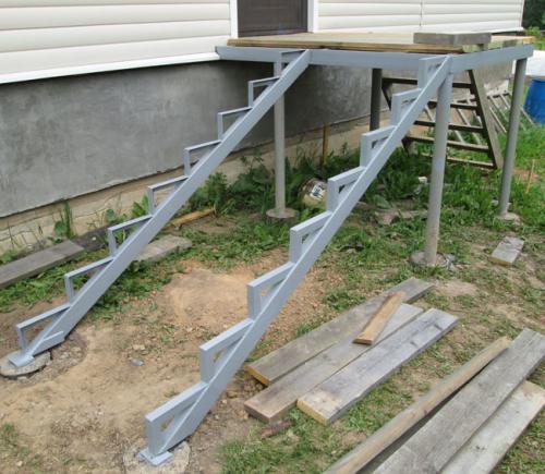 Крыльцо из металла чертежи. Как сделать лестницу на крыльцо своими руками?